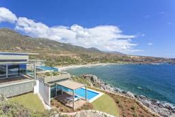Фасад дома. Греция, Элафониси : Современная вилла в 200 метрах от пляжа с бассейном и шикарным видом на море, 3 спальни, 3 ванные комнаты, барбекю, парковка, Wi-Fi