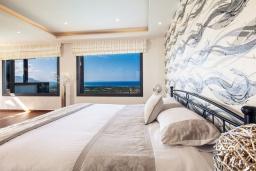 Спальня. Греция, Сиси : Роскошная вилла с большим бассейном, джакузи и зеленым двориком с барбекю, 6 спален, 6 ванных комнат, парковка, Wi-Fi