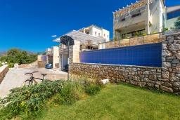 Фасад дома. Греция, Панормо : Прекрасная вилла с бассейном и двориком с барбекю, 4 спальни, 2 ванные комнаты, парковка, Wi-Fi