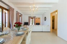 Гостиная. Греция, Панормо : Прекрасная вилла с бассейном и двориком с барбекю, 4 спальни, 2 ванные комнаты, парковка, Wi-Fi