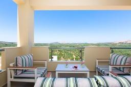 Патио. Греция, Панормо : Прекрасная вилла с бассейном и двориком с барбекю, 4 спальни, 2 ванные комнаты, парковка, Wi-Fi