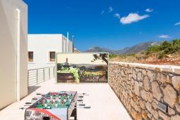 Терраса. Греция, Панормо : Прекрасная вилла с бассейном и двориком с барбекю, 4 спальни, 2 ванные комнаты, парковка, Wi-Fi