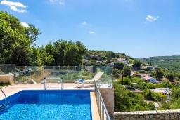 Бассейн. Греция, Панормо : Прекрасная вилла с бассейном и двориком с барбекю, 4 спальни, 2 ванные комнаты, парковка, Wi-Fi