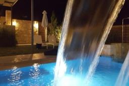 Бассейн. Греция, Коккино Хорио : Современная вилла в 300 метрах от пляжа с бассейном и двориком с барбекю, 2 спальни, 2 ванных комнат, парковка, Wi-Fi
