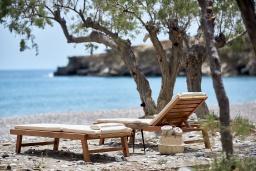 Ближайший пляж. Греция, Иерапетра : Роскошная пляжная вилла с зеленым двориком с барбекю, 5 спален, 4 ванные комнаты, парковка, Wi-Fi