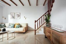 Гостиная. Греция, Иерапетра : Роскошная пляжная вилла с зеленым двориком с барбекю, 5 спален, 4 ванные комнаты, парковка, Wi-Fi
