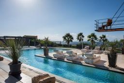 Бассейн. Греция, Ханья : Роскошная вилла с бассейном и зеленой территорией, 6 спален, 4 ванные комнаты, барбекю, парковка, Wi-Fi