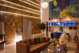 Гостиная. Греция, Ханья : Роскошная вилла с бассейном и зеленой территорией, 6 спален, 4 ванные комнаты, барбекю, парковка, Wi-Fi
