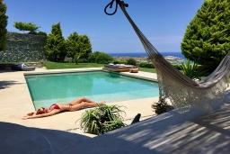 Бассейн. Греция, Айя Пелагия : Роскошная вилла с бассейном и видом на море, 2 спальни, 2 ванные комнаты, барбекю, парковка, Wi-Fi