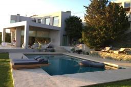 Фасад дома. Греция, Айя Пелагия : Роскошная вилла с бассейном и видом на море, 2 спальни, 2 ванные комнаты, барбекю, парковка, Wi-Fi