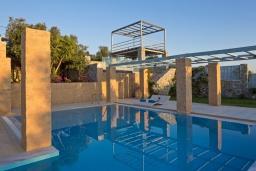 Бассейн. Греция, Элафониси : Современная вилла в 200 метрах от пляжа с бассейном, джакузи и шикарным видом на море, 3 спальни, 3 ванные комнаты, барбекю, парковка, Wi-Fi