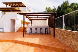 Терраса. Греция, Милатос : Современная вилла с бассейном и двориком с барбекю, 5 спален, 3 ванные комнаты, парковка, Wi-Fi