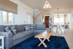 Гостиная. Греция, Милатос : Современная вилла с бассейном и двориком с барбекю, 3 спальни, 3 ванные комнаты, парковка, Wi-Fi