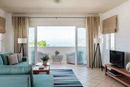 Гостиная. Греция, Милатос : Современная вилла с бассейном и двориком с барбекю, 5 спален, 3 ванные комнаты, парковка, Wi-Fi