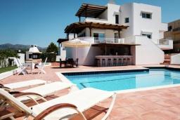 Фасад дома. Греция, Милатос : Современная вилла с бассейном и двориком с барбекю, 5 спален, 3 ванные комнаты, парковка, Wi-Fi
