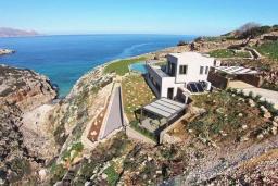 Фасад дома. Греция, Коккино Хорио : Роскошная вилла в 100 метах от пляжа с бассейном и видом на море, 5 спален, 5 ванных комнат, барбекю, парковка, Wi-Fi