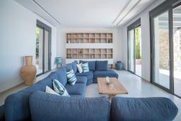 Гостиная. Греция, Элунда : Современная вилла с бассейном и шикарным видом на море, 6 спален, 7 ванных комнат, парковка, Wi-Fi