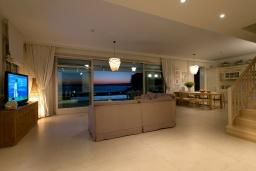 Гостиная. Греция, Коккино Хорио : Роскошная вилла в 100 метрах от пляжа с бассейном и видом на море, 3 спальни, 3 ванные комнаты, газон, барбекю, парковка, Wi-Fi