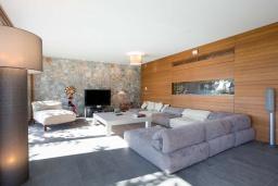 Гостиная. Греция, Ханья : Роскошная вилла с бассейном и зеленой территорией, 5 спален, 5 ванных комнат, сауна, тренажерный зал, барбекю, парковка, Wi-Fi