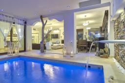 Бассейн. Греция, Коккини Хани : Роскошная вилла с двумя бассейнами и зеленым двориком с барбекю, 6 спален, 6 ванных комнат, парковка, Wi-Fi