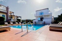 Фасад дома. Греция, Сиси : Роскошная вилла с бассейном и зеленым двориком с барбекю, 5 спален, 4 ванные комнаты, парковка, Wi-Fi