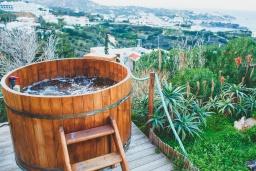 Территория. Греция, Айя Пелагия : Прекрасная вилла с бассейном и зеленой территорией с барбекю, 5 спален, 7 ванных комнат, джакузи, парковка, Wi-Fi