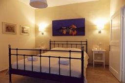 Спальня. Греция, Керкира : Каменный дом в центре Керкира, 2 спальни, 2 ванные комнаты, терраса, Wi-Fi
