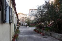 Территория. Греция, Керкира : Каменный дом в центре Керкира, 2 спальни, 2 ванные комнаты, терраса, Wi-Fi