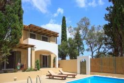 Фасад дома. Греция, Айос Прокопиос : Уютная вилла с бассейном и приватным двориком, 2 спальни, 2 ванные комнаты, парковка, Wi-Fi
