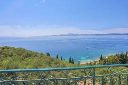Вид на море. Греция, Нисаки : Уютная вилла с бассейном и шикарным видом на море, 2 спальни, 2 ванные комнаты, барбекю, парковка, Wi-Fi