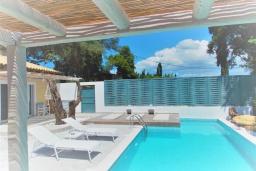 Бассейн. Греция, Айос Прокопиос : Уютная вилла с бассейном и приватным двориком, 3 спальни, 3 ванные комнаты, джакузи, парковка, Wi-Fi
