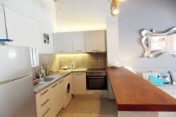 Кухня. Греция, Айос Прокопиос : Уютная вилла с бассейном и приватным двориком, 3 спальни, 3 ванные комнаты, джакузи, парковка, Wi-Fi