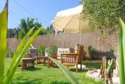 Патио. Греция, Сидари : Прекрасная вилла с бассейном и большим зеленым садом с барбекю, 3 спальни, 3 ванные комнаты, парковка, Wi-Fi
