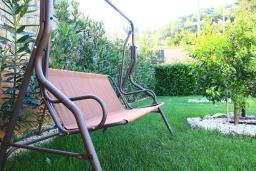 Территория. Греция, Сидари : Прекрасная вилла с бассейном и большим зеленым садом с барбекю, 3 спальни, 3 ванные комнаты, парковка, Wi-Fi
