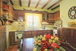 Кухня. Греция, Альмирос : Уютная вилла в 300 метрах от пляжа с бассейном и зеленым двориком с барбекю, 3 спальни, 2 ванные комнаты, парковка, Wi-Fi