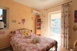 Спальня 2. Греция, Потамос : Современная вилла с зеленым двориком и барбекю, 3 спальни, 2 ванные комнаты, парковка, Wi-Fi