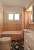 Ванная комната. Греция, Потамос : Современная вилла с зеленым двориком и барбекю, 3 спальни, 2 ванные комнаты, парковка, Wi-Fi
