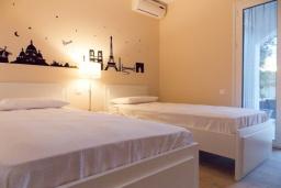Спальня 2. Греция, Айос Прокопиос : Уютная вилла с бассейном и приватным двориком, 2 спальни, 2 ванные комнаты, парковка, Wi-Fi