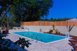 Бассейн. Греция, Айос Прокопиос : Уютная вилла с бассейном и приватным двориком, 2 спальни, 2 ванные комнаты, парковка, Wi-Fi