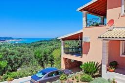Фасад дома. Греция, Сидари : Прекрасная вилла с видом на море, 3 спальни, 2 ванные комнаты, барбекю, парковка, Wi-Fi