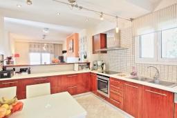 Кухня. Греция, Сидари : Прекрасная вилла с видом на море, 3 спальни, 2 ванные комнаты, барбекю, парковка, Wi-Fi