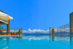 Бассейн. Греция, Гимари : Современная вилла с бассейном и видом на море, 2 спальни, 3 ванные комнаты, барбекю, парковка, Wi-Fi