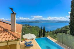 Вид на море. Греция, Гимари : Современная вилла с бассейном и видом на море, 2 спальни, 3 ванные комнаты, барбекю, парковка, Wi-Fi