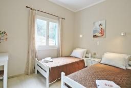 Спальня 2. Греция, Айос Спиридон : Современная вилла с террасой и барбекю, 2 спальни, парковка, Wi-Fi