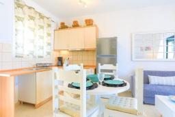 Кухня. Греция, Барбати : Современная вилла с бассейном и шикарным видом на море, 2 спальни, 2 ванные комнаты, барбекю, парковка, Wi-Fi