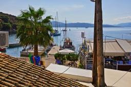 Вид на море. Греция, Айос Стефанос : Прекрасная вилла в 150 метрах от пляжа с террасой и видом на море, 3 спальни, 3 ванные комнаты, Wi-Fi