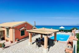 Территория. Греция, Альмирос : Уютная пляжная вилла с бассейном и шикарный видом на море, 3 спальни, 2 ванные комнаты, барбекю, парковка, Wi-Fi