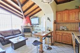 Гостиная. Греция, Альмирос : Уютная пляжная вилла с бассейном и шикарный видом на море, 3 спальни, 2 ванные комнаты, барбекю, парковка, Wi-Fi