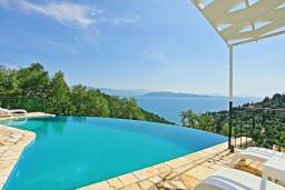 Бассейн. Греция, Агни Бэй : Роскошная вилла с бассейном, барбекю и видом на море, 3 спальни, 3 ванные комнаты, парковка, Wi-Fi
