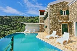 Фасад дома. Греция, Агни Бэй : Роскошная вилла с бассейном, барбекю и видом на море, 3 спальни, 3 ванные комнаты, парковка, Wi-Fi